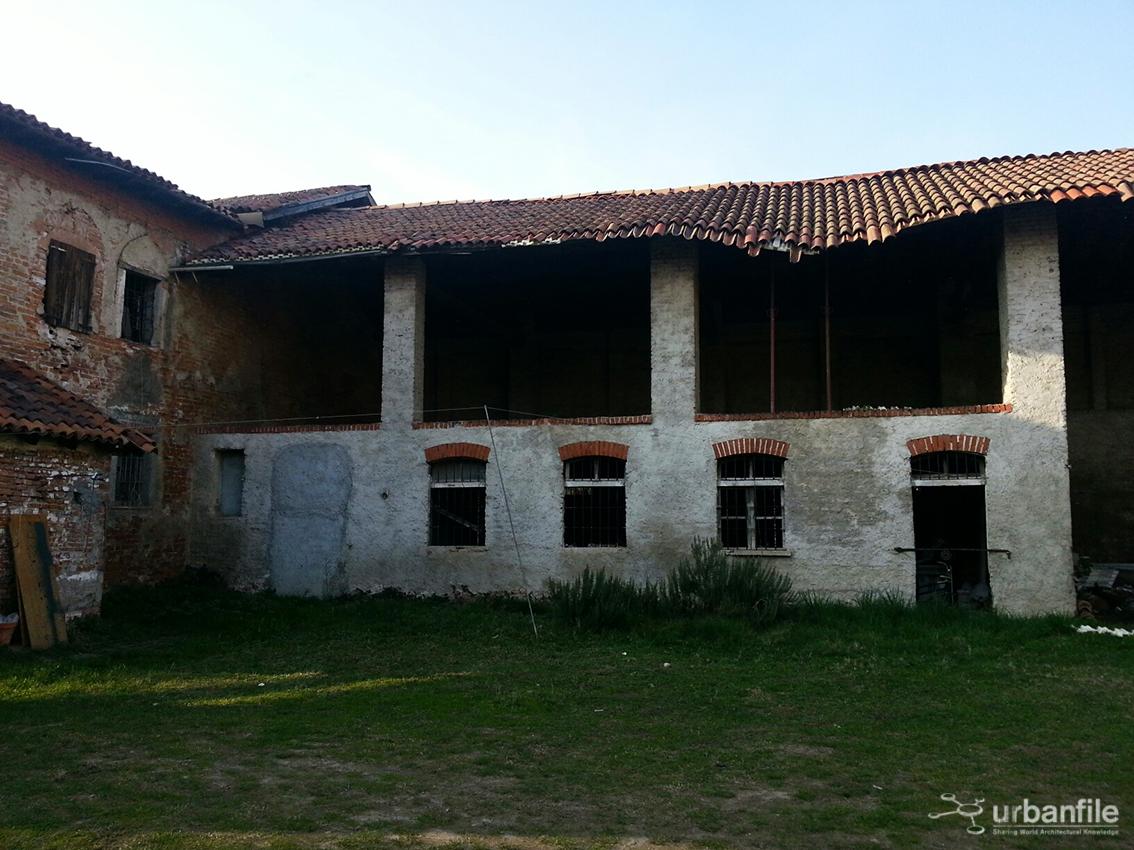 Cascina Molino Dorino, cortile interno